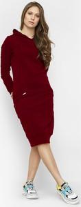 Czerwona sukienka Freeshion midi w stylu casual z długim rękawem