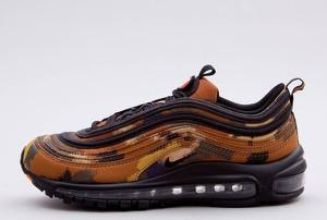Brązowe buty sportowe Nike sznurowane w sportowym stylu