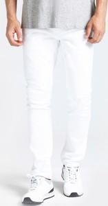 Jeansy Guess w street stylu z jeansu