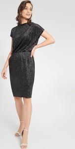 Czarna sukienka QUIOSQUE mini dopasowana