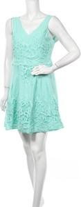 Sukienka Skies Are Blue z dekoltem w kształcie litery v bez rękawów mini