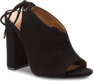 Czarne sandały kazar w stylu casual z zamszu