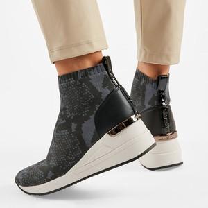 Czarne buty sportowe Michael Kors na koturnie z zamszu