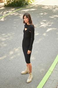 Czarna sukienka ORSAY z długim rękawem ołówkowa w stylu casual