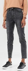 Czarne jeansy born2be w street stylu