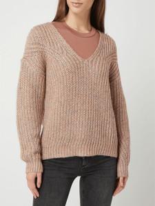Różowy sweter Review z wełny