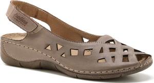Brązowe sandały Helios na niskim obcasie na koturnie w stylu casual