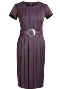 Fioletowa sukienka Fokus ołówkowa midi z krótkim rękawem