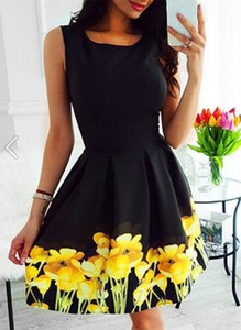 Czarna sukienka Sandbella rozkloszowana mini