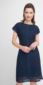 Niebieska sukienka QUIOSQUE prosta z krótkim rękawem