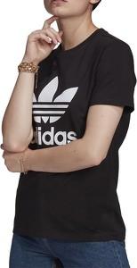 Czarny t-shirt Adidas w sportowym stylu