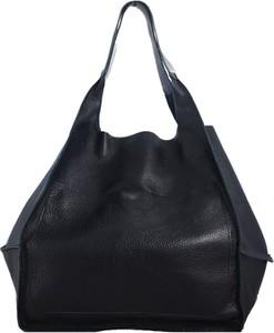 Czarna torebka TrendyTorebki duża matowa w wakacyjnym stylu