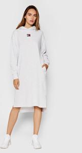 Sukienka Tommy Jeans prosta z długim rękawem midi