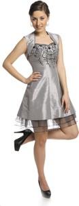 Sukienka Fokus bez rękawów z dekoltem w karo rozkloszowana