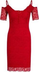 Czerwona sukienka Guess dopasowana