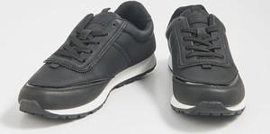Granatowe buty sportowe Sinsay sznurowane z płaską podeszwą