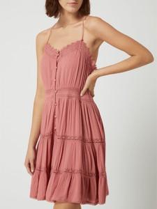 Różowa sukienka Superdry z dekoltem w kształcie litery v rozkloszowana mini