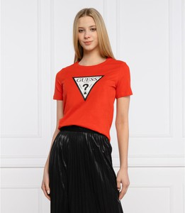 Czerwony t-shirt Guess w młodzieżowym stylu z krótkim rękawem