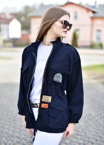 Niebieska kurtka Fason