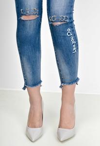 Niebieskie jeansy Zoio w street stylu