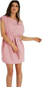Różowa sukienka Ivon z krótkim rękawem mini z dekoltem w kształcie litery v