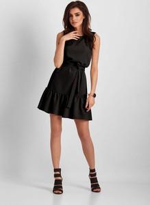 Czarna sukienka Ivon rozkloszowana mini z okrągłym dekoltem