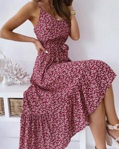 Czerwona sukienka Kendallme z dekoltem w kształcie litery v maxi