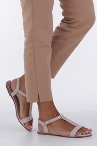 Różowe sandały Casu z klamrami ze skóry ekologicznej w stylu casual