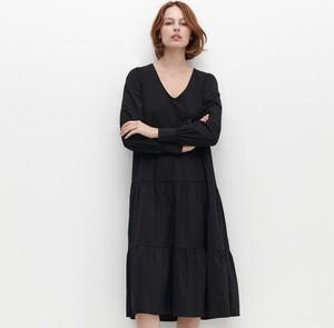 Czarna sukienka Reserved midi
