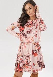 Różowa sukienka born2be w stylu boho mini