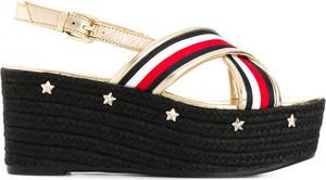 Czarne sandały Tommy Hilfiger w stylu casual z klamrami na platformie