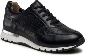 Czarne buty sportowe Caprice z płaską podeszwą ze skóry