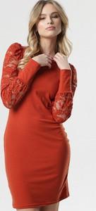 Czerwona sukienka born2be dopasowana