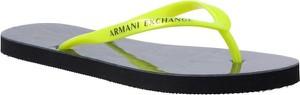 Klapki Armani Jeans z płaską podeszwą w sportowym stylu