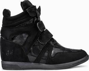 Sneakersy Larica na koturnie na rzepy w sportowym stylu