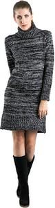 Sukienka Doca w stylu casual z długim rękawem mini