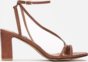 Brązowe sandały Multu na wysokim obcasie
