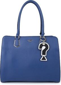 Niebieska torebka Guess na ramię duża