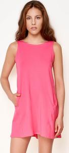 Różowa sukienka Byinsomnia z okrągłym dekoltem mini