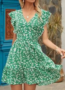 Zielona sukienka Cikelly z asymetrycznym dekoltem mini z krótkim rękawem