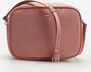 Różowa torebka Reserved na ramię matowa w stylu casual