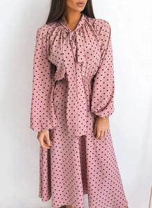 Sukienka Sandbella w stylu casual z kołnierzykiem midi