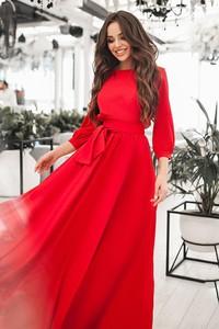 Czerwona sukienka Ivet.pl z długim rękawem z dekoltem w kształcie litery v