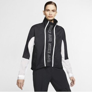 Czarna kurtka Nike krótka