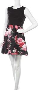 Sukienka Laura Torelli z okrągłym dekoltem mini