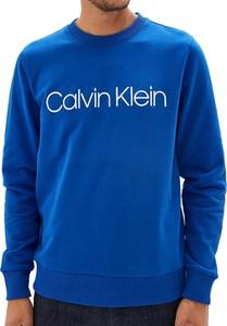 Niebieska bluza Calvin Klein w młodzieżowym stylu