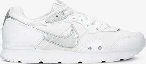 Buty sportowe Nike w sportowym stylu sznurowane z płaską podeszwą