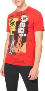 Czerwony t-shirt Desigual z krótkim rękawem w młodzieżowym stylu