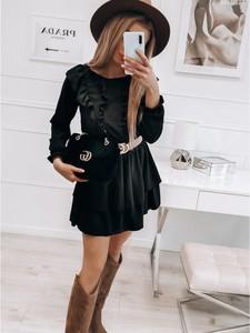 Czarna sukienka magmac.pl mini z długim rękawem z okrągłym dekoltem
