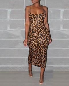 Sukienka Kendallme z bawełny z dekoltem w kształcie litery v
